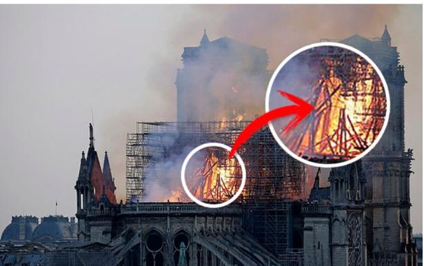 Resultado de imagen para imagenes incendio notre dame aparicion imagen jesus